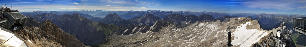 Zugspitzpanorama in den Süden zum Alpenhauptkamm