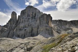 La Cima Pisciadù (2.985 m) und die Pisciadùhütte (Rifugio Franco Cavazza al Pisciadù)