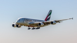 Airbus A380-861 (A6-EDW) der Emirates am Flughafen München Aufgenommen am kleinen Besucherhügel der Startbahn Nord