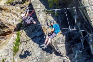 Obergurgler Klettersteig Seilbrücke: beim abhängen
