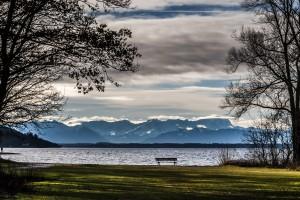 """Der Blick über das """"Blaue Land"""" Starnberger See zwischen Starnberg und Percha"""