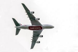 Airbus A380-861 (A6-EDO) der Emirates im Landeanflug