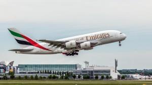 Airbus A380-861 (A6-EDC) der Emirates am Flughafen München