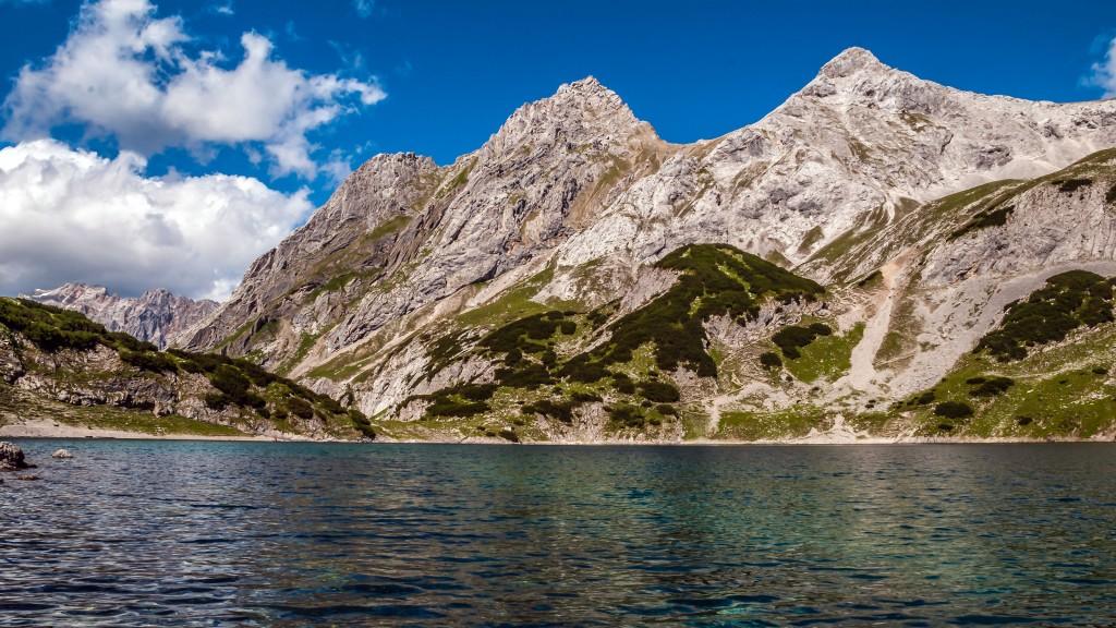 Panorama Coburger Hütte Ost Drachensee mit den Tajaköpfen