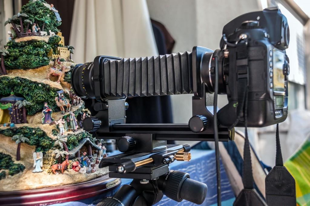 Nikon D3x mit Balgengerät und Objektiv