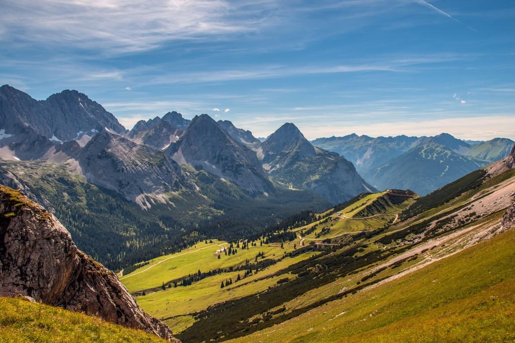 Vorderer Tajakopf Blick vom Feldenjöchl (2045m)/Wettersteingebirge in die Mieminger Berge