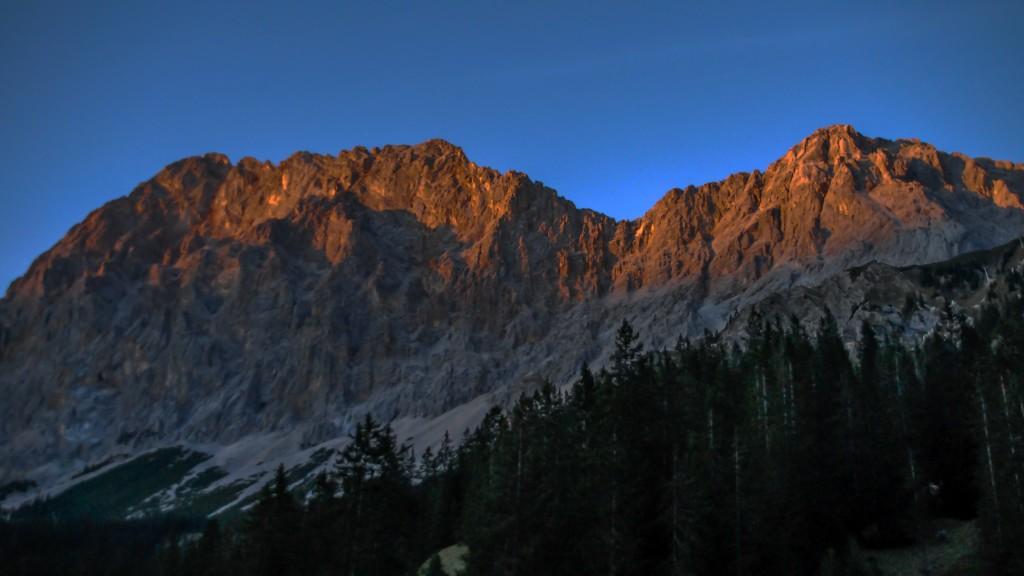 Das Abendrot endet im Wettersteingebirge