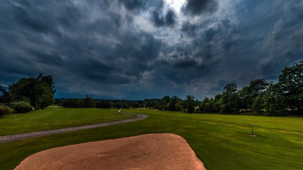 """Gewitter über dem """"Blauen Land"""" Aufgenommen im Golfclub Beuerberg e.V."""