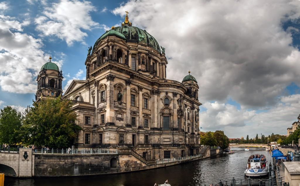 Berliner Dom mit der Spree