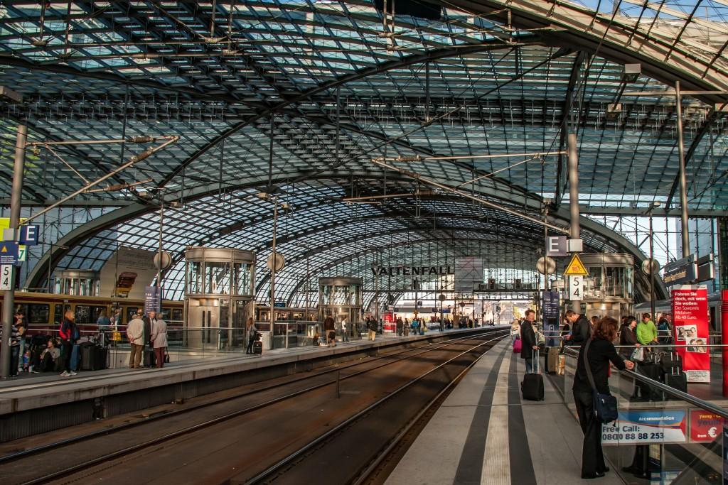 Innen im Hauptbahnhof Berlin