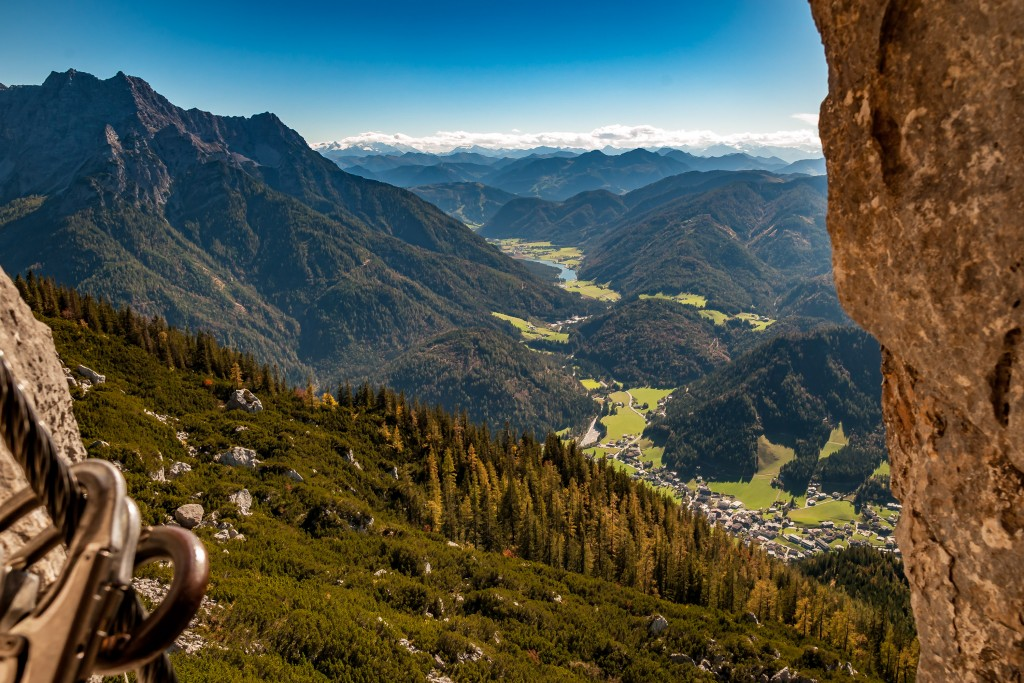 """Blick aus dem Klettersteig """"s´Schuastagangl"""