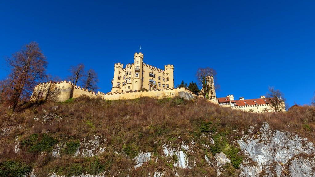 Schloss HohenschwangauVom Wandfuß aus fotografiert