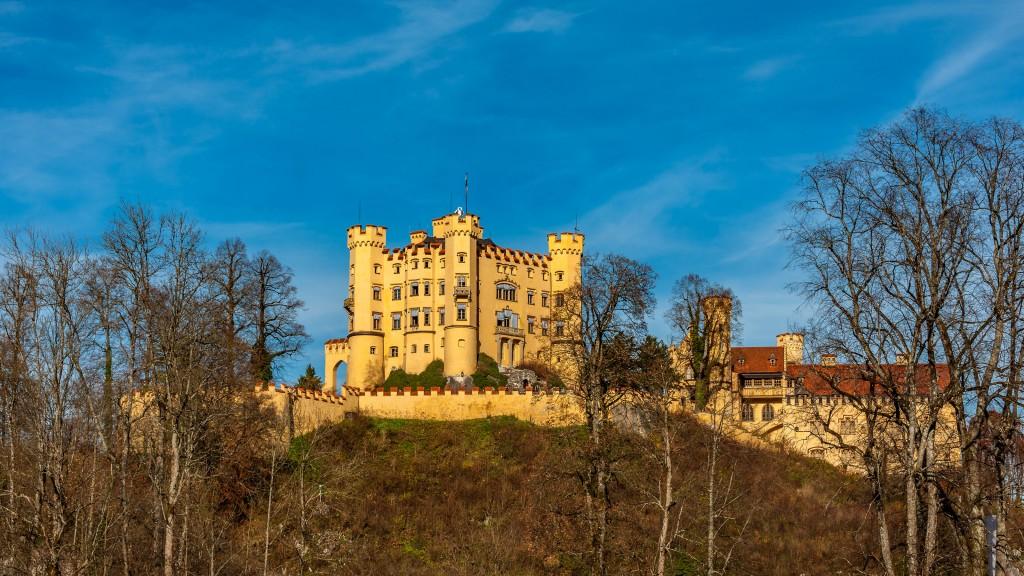 Schloss Hohenschwangau Vom Alpsee aus fotografiert