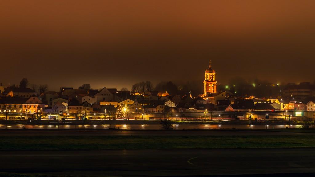 Vilshofen an der Donau bei Nacht: Am Donauufer