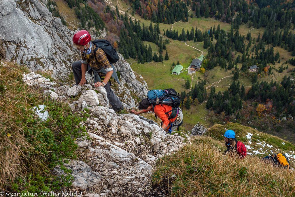Maximiliansweg Im Aufstieg - unten die Tutzinger Hütte