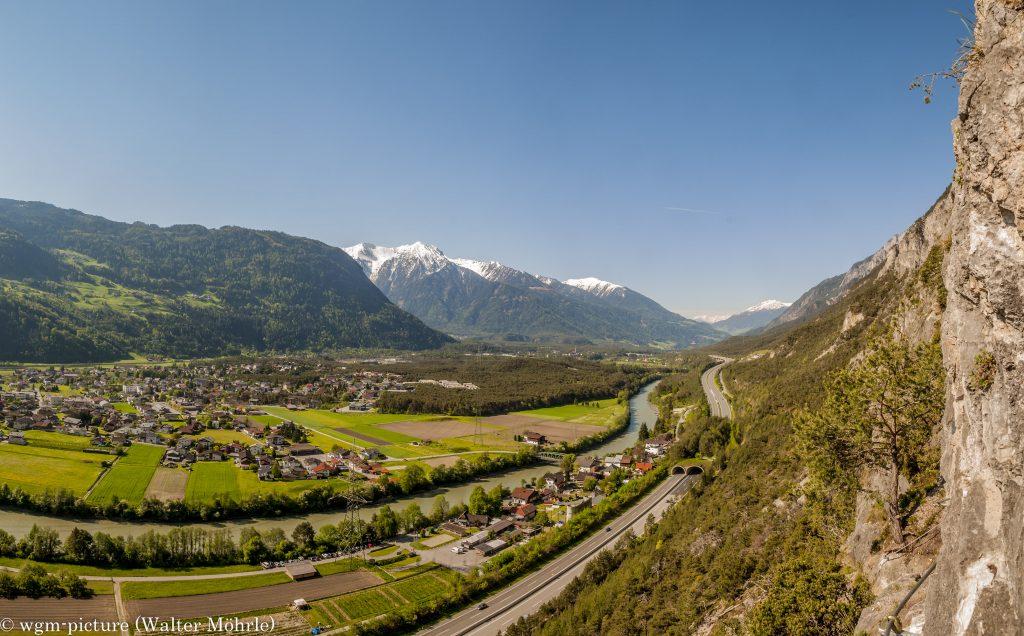 Panorama aus dem Geierwand-Klettersteig: ca. 200 m über dem Tal
