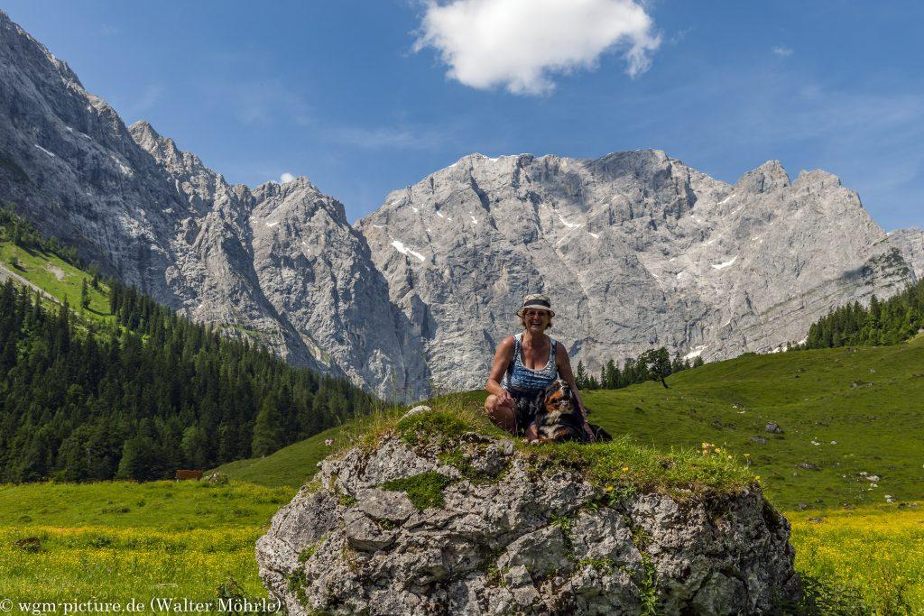 Berner und Berge, eine klasse Kombination Berner Sennerhündin Hazel 50 Wochen (11 Monate) alt