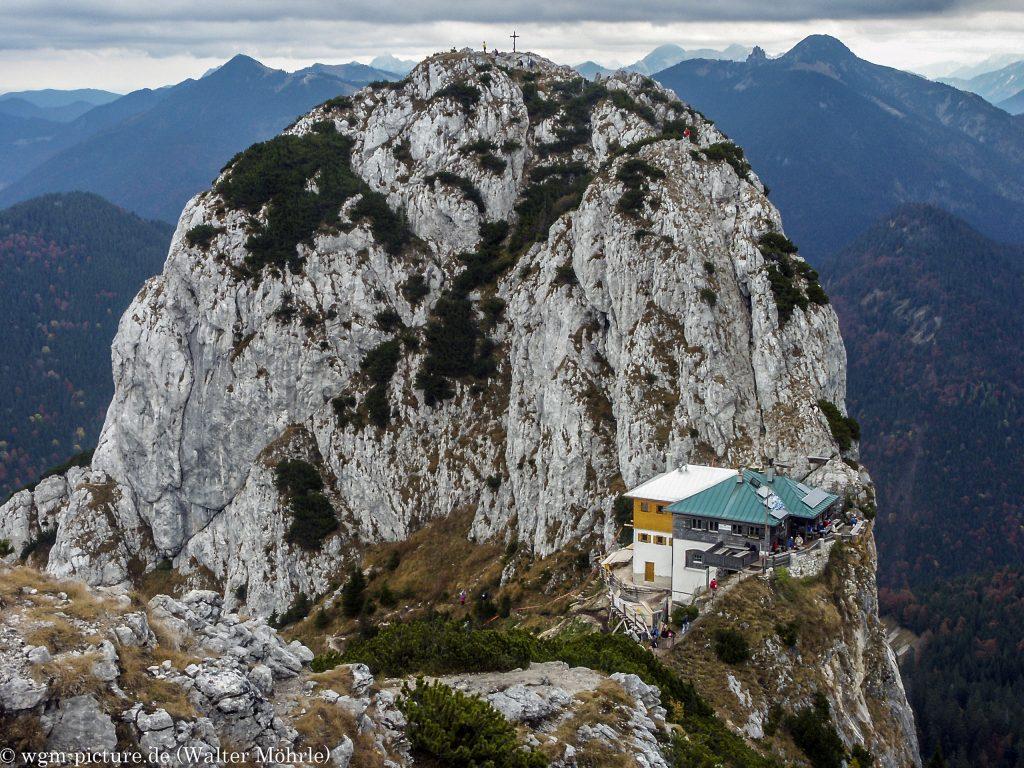 Buchstein mit der Tegernseer Hütte