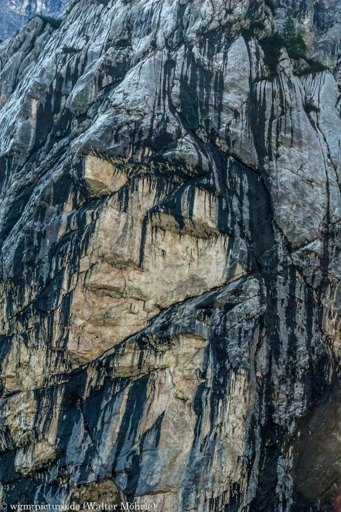 Fensterweg auf den Prisojnik Felsenbild